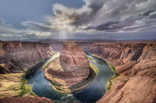 Horseshoe Bend and the Colorado River, Glen Canyon National Rec. Area, Arizona, USA