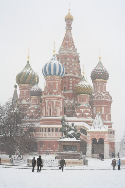 St. Basil's cathedral, Red Square, Moscow, Russia St. Basil's cathedral at winter, Moscow, Russia