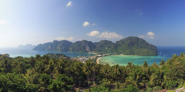 Thailand, Krabi Province, Ko Phi Phi Don Island, View of Ao Ton Sai and Ao Lo Dalam beaches