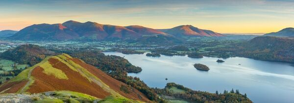 UK, England, Cumbria, Lake District, Derwentwater, Skiddaw and Blencathra mountains above Keswick, from Cat Bells
