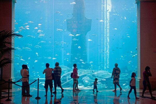 United Arab Emirates, Dubai, The Atlantis Palm Hotel. A massive aquaruim is the centre piece of one of Dubai's major new hotel developments with a huge collection of tropical fish and sharks