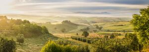 Countryside view with farmhouse & hills, Tuscany (Toscana), Italy