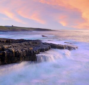 Ireland, Co.Sligo, Mullaghmore, coastline at dusk