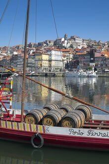 Port carrying Barcos, Porto, Portugal