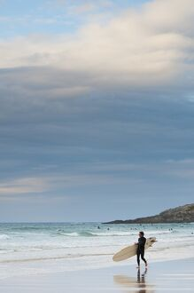 UK, England, Cornwall, Newquay, Fistral Beach, surfers