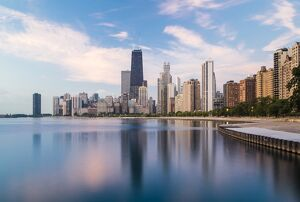 USA, Illinois, Chicago, City skyline and Lake Michigan