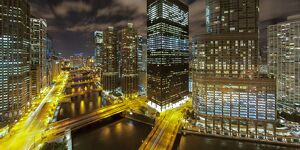 USA, Illinois, Chicago, Downtown West Wacker Drive and Chicago river