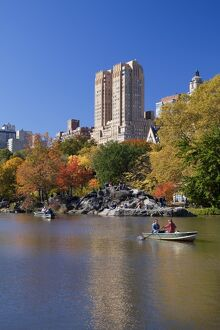 USA, New York City, Manhattan, Central Park, The Lake in autumn