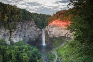 USA, New York, Finger Lakes Region, Ithaca-Ulysees, Taughannock Falls, summer