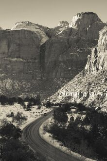 USA, Utah, Virgin, traffic on the Zion-Mt. Carmel Highway, winter