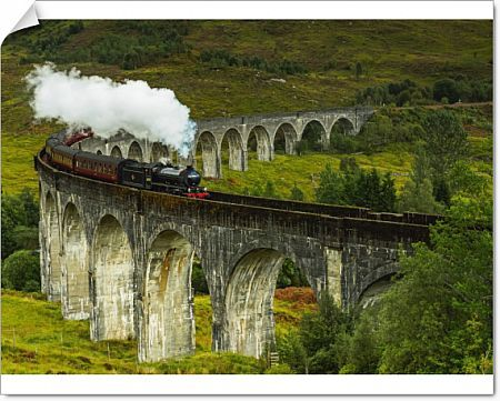 UK, Scotland, Highlands, Jacobite Steam Train crossing the Glenfinnan Viaduct