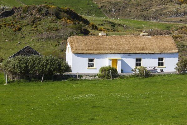 Ireland, County Donegal, Glengesh Pass, landscape with traditional house