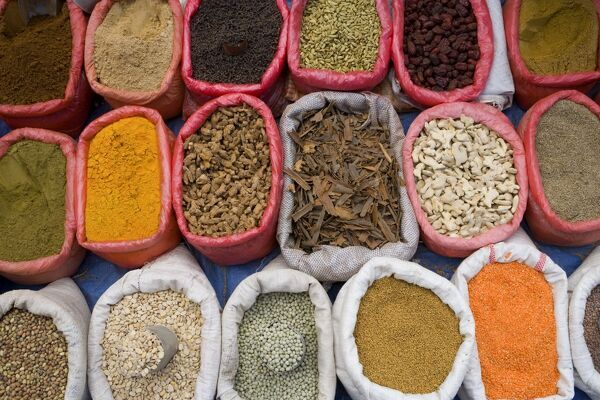 Spices and pulses in market, Manakha, Sana'a Province, Yemen Spizes in market