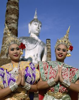 Girls Dressed in Traditional Dancing Costume at Wat Mahathat