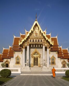 Marble Temple (Wat Benchamabophit) / Monk