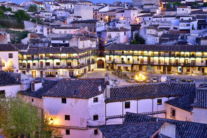 new july 2019/old town chinchon 15 17th century plaza mayor dusk