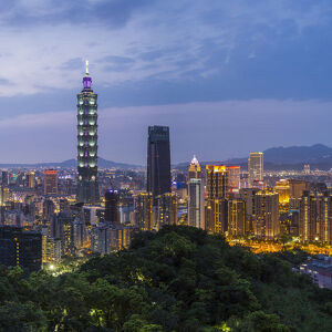 Taiwan, Taipei, City skyline and Taipei 101 building in the Xinyi district