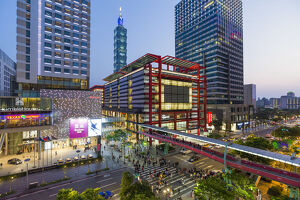 Taiwan, Taipei, Xinyi downtown district, the prime shopping and financial district