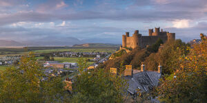 Uk, Wales, Gwynedd, Harlech, Harlech Castle, Mountains of Snowdonia National Park beyond
