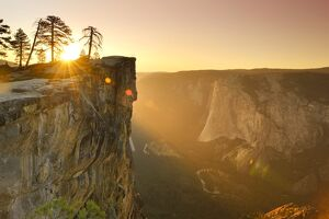 USA, California, Yosemite National Park, Taft Point, elevated view of El Capitan
