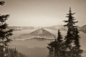 USA, Oregon, Crater Lake National Park, Crater Lake and Wizard Island